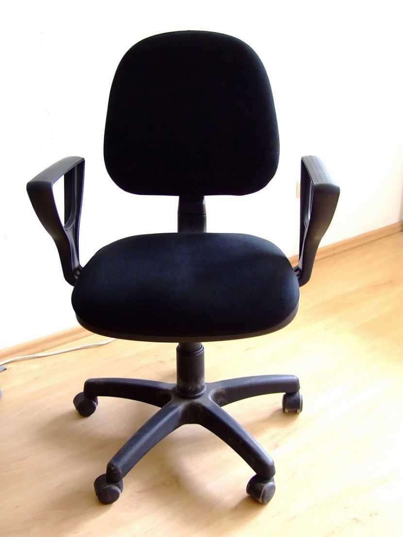 Obyčejná židle není vhodná na dlouhodobé celodenní sezení