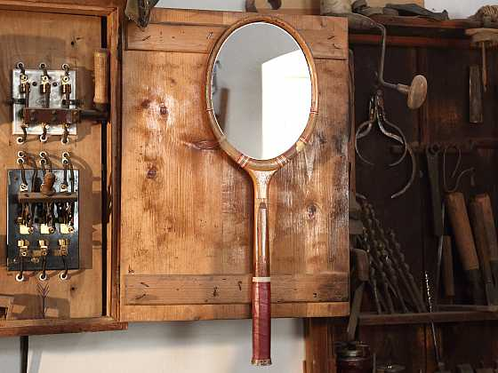 Výroba zrcadla ze staré tenisové rakety (Zdroj: Archiv FTV Prima)