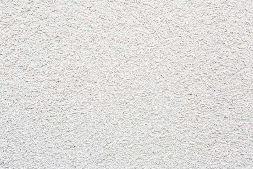 Štuková omítka může nahradit i bílý nátěr barvou