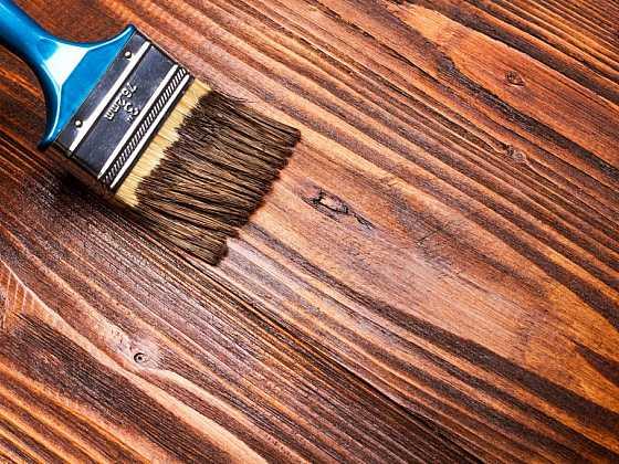 Používáte na ošetření dřeva oleje nebo lazury?(Zdroj: Depositphotos)