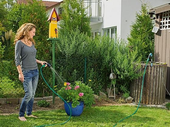 Využívejte dešťovou vodu – je zdarma a květiny ji miluji (Zdroj: Hornbach)