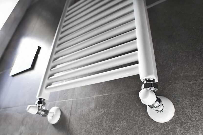 Detail otopného žebříku ukazuje na jednoduchost ovládání