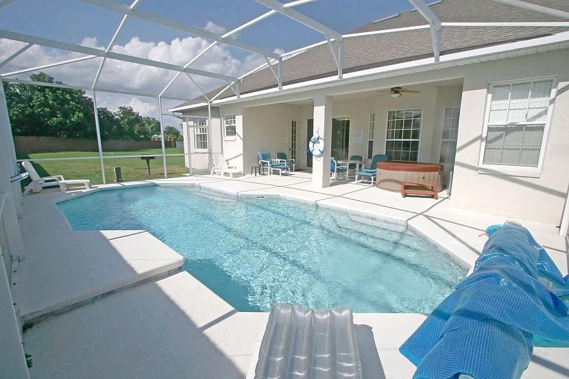Zastřešená terasa s bazénem