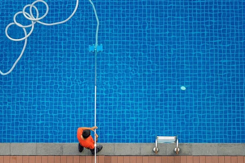 Není nutné zdlouhavé čištění bazénu. Slaná voda to udělá za vás
