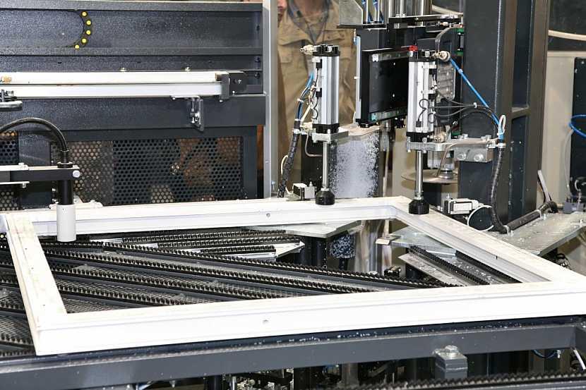 Výroba plastového okna na míru v profesionální dílně