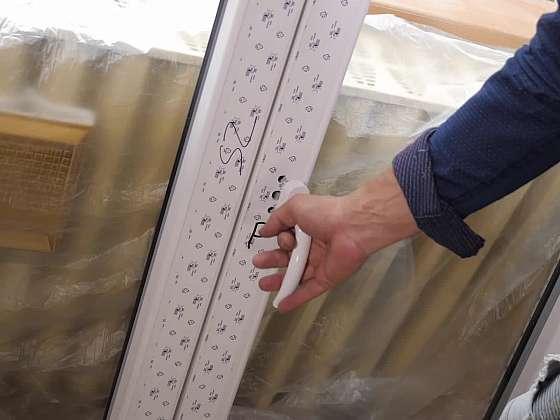 Montáž plastového okna zvládne i kutil. Nevěříte? (Zdroj: Prima DOMA)