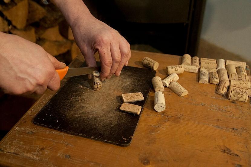 Jak zrenovovat stoličku a vylepšit ji sedákem z korkových zátek od vína 5