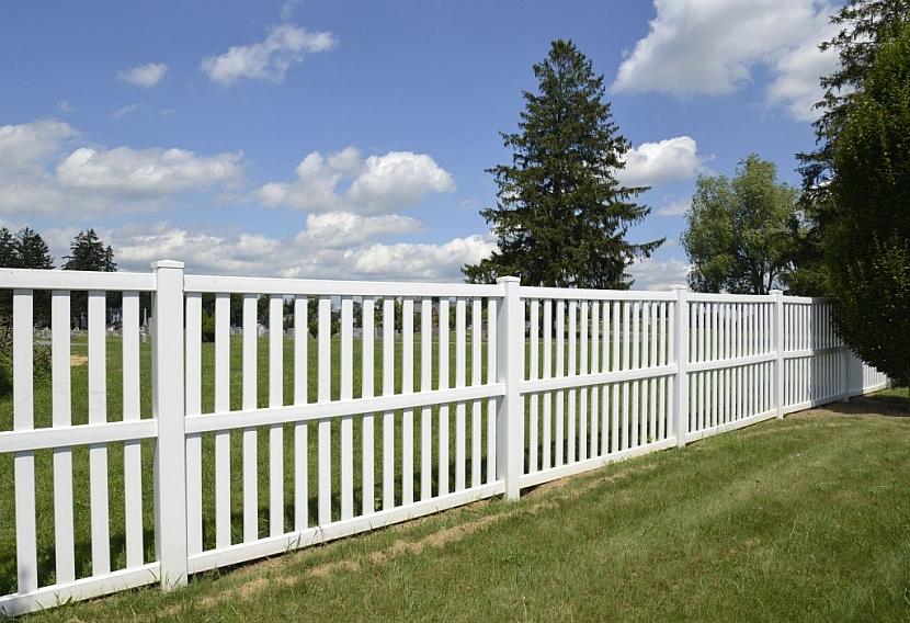 Plastový plot je prakticky bezúdržbový