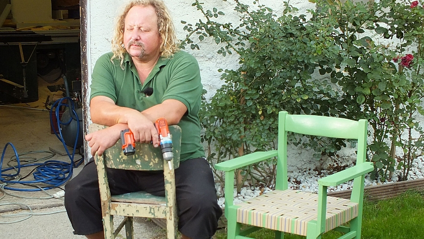 Křesílko ze staré židle je hotové