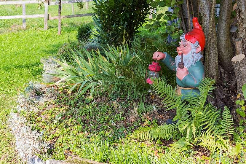 Na spoustě zahrad dodnes nalezneme oblíbené a trochu kýčovité trpaslíky