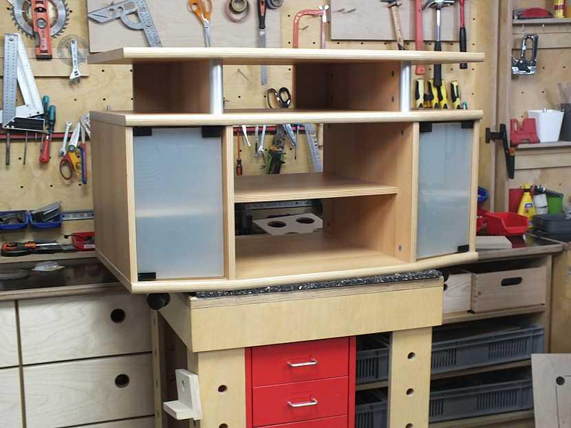 Stolek pro výrobu skříňky