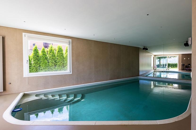Krytý bazén v moderní vile