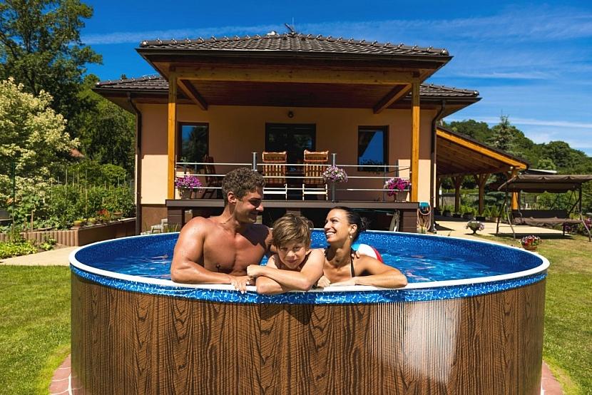 Bazény Azuro Vario z hlubokotažného ocelového plechu se hodí do každé zahrady.