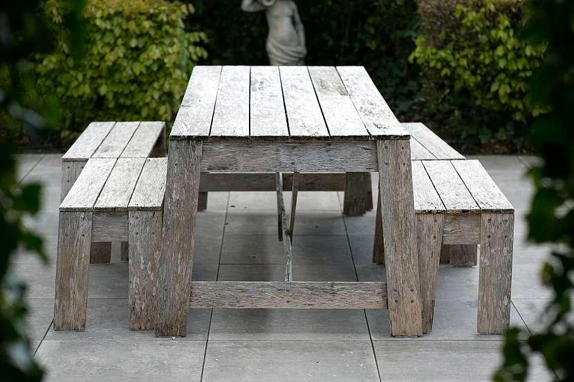 Stůl a židle z prken