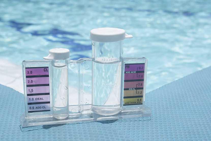 Tester pro zjištění pH a obsahu volného chloru