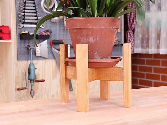 Návod na výrobu dřevěného stojanu na květiny (Zdroj: Prima DOMA)
