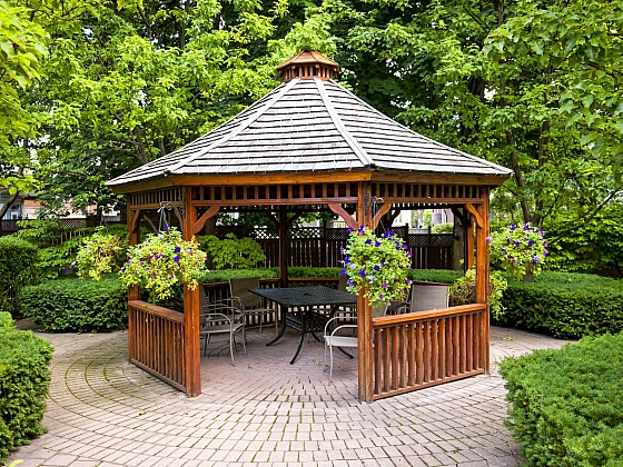 Městská zahrada s altánem
