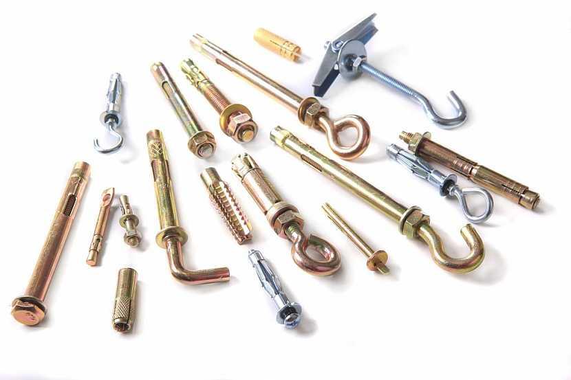 Kovové hmoždinky v různém provedení zajistí kvalitní upevnění