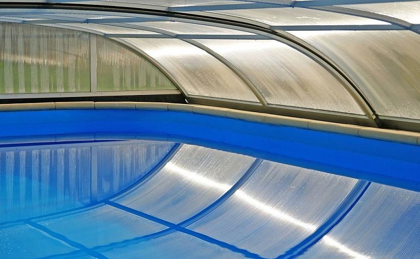 Typ výplně zastřešení bazénu ovlivňuje možnosti užívání bazénu