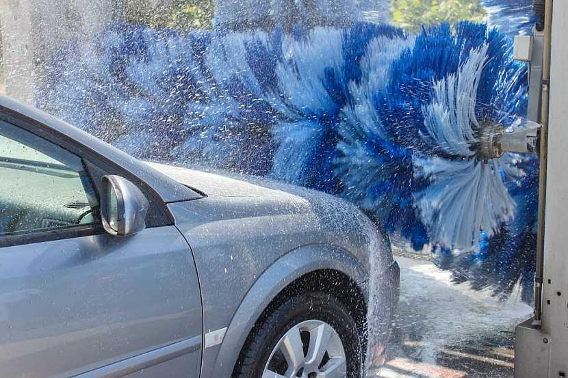 Vezměte auto do myčky a nechte ho důkladně navoskovat
