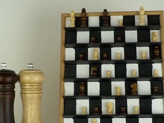 Poradíme, jak vyrobit úžasný šachovnicový obraz (Zdroj: Prima DOMA)