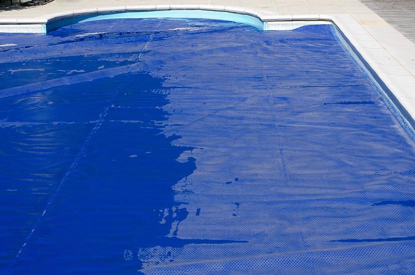 Krycí plachta na bazén