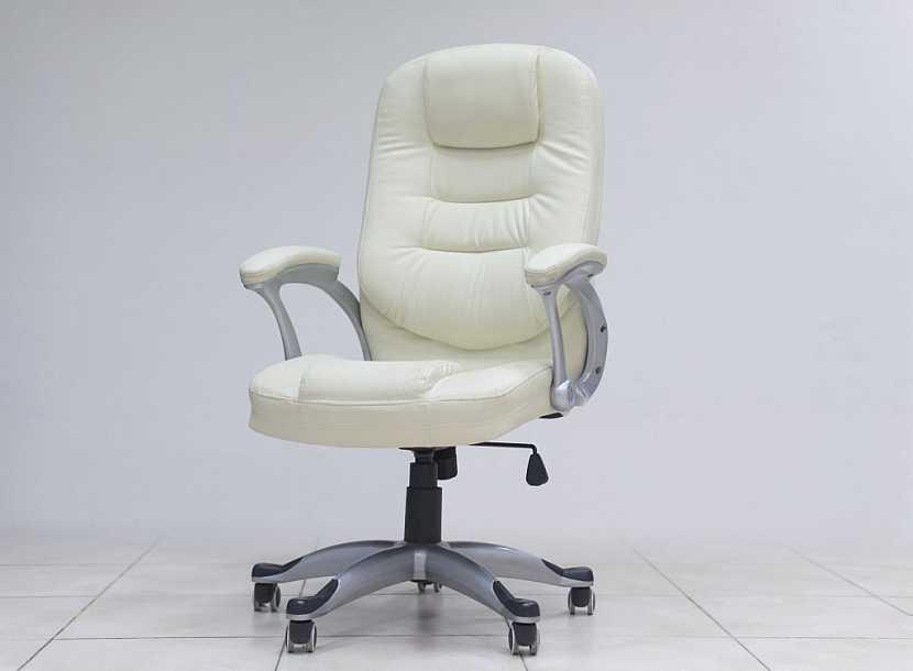 Na židli můžeme prosedět i několik hodin, musí být proto opravdu kvalitní