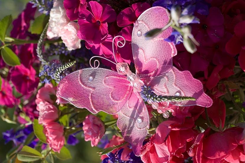 Červencová kytice plná růží: Květy s vůní léta 4