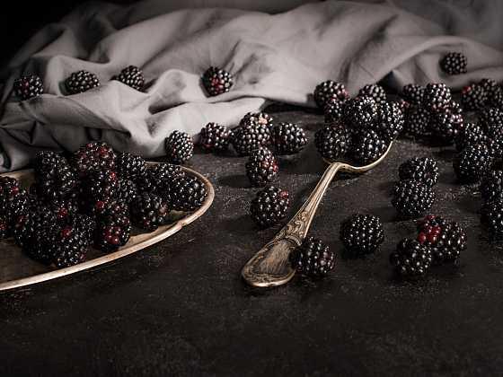 Černé ovoce se využívá k léčení a především zmírnění následků civilizačních chorob (Zdroj: Depositphotos)