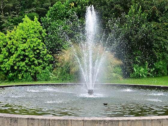 Venkovní fontánka na zahradu vám zpříjemní den (Zdroj: Depositphotos (https://cz.depositphotos.com))
