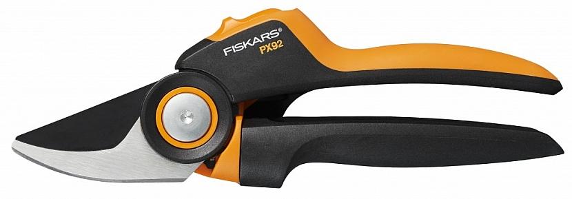 Zahradní nůžky Fiskars PowerGear X dvoučepelové s unikátním mechanismem, který ztrojnásobí vaši sílu a odvedou tak práci bez námahy.