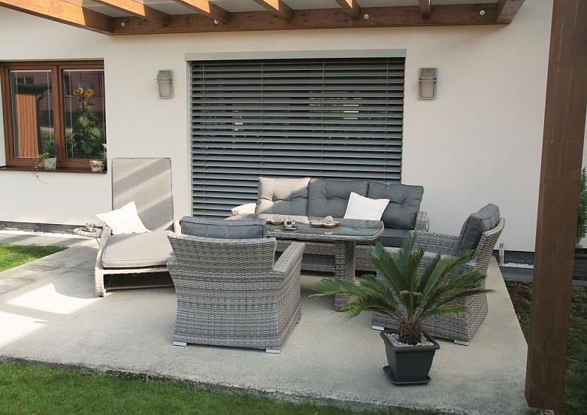 Hitem letošního léta je zahradní nábytek z umělého ratanu