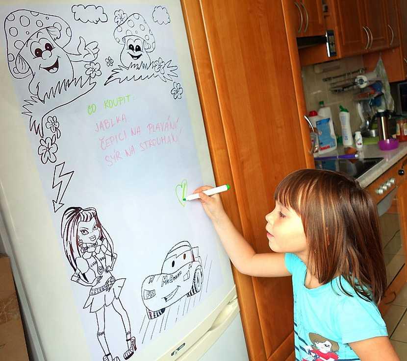 Tabule na kreslení, ale i na vzkazy na ledničce