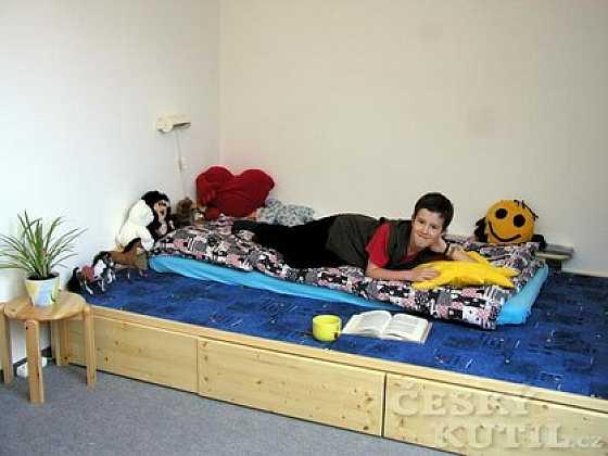 Pódium na spaní i hraní