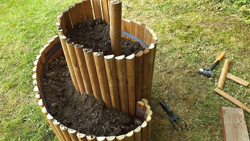 Bylinkový šnek: vyplníme zeminou