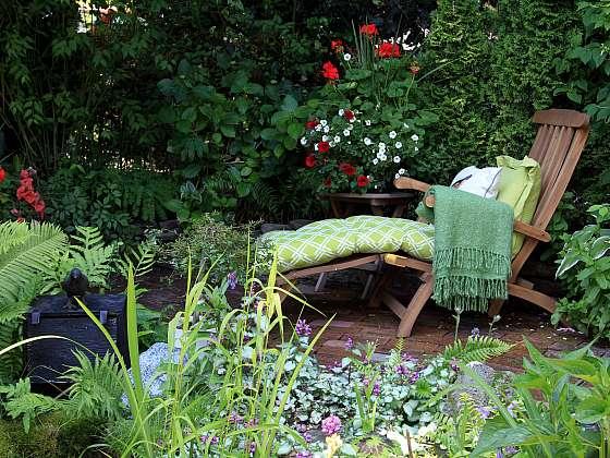 Některé rostliny můžete sázet u severní stěny, kde vytvoříte romantické zákoutí (Zdroj: Depositphotos (https://cz.depositphotos.com))