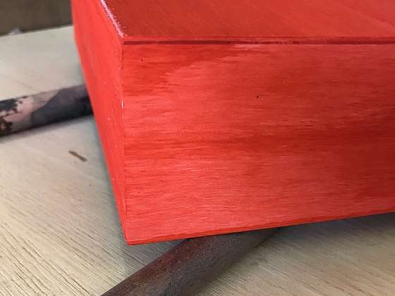 Dřevěnou krabičku oblečte do barevného kabátu (Zdroj: ACOLOR s.r.o.)