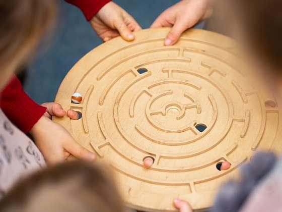Vyrobte si zábavný hlavolam, labyrint (Zdroj: Depositphotos (https://cz.depositphotos.com))