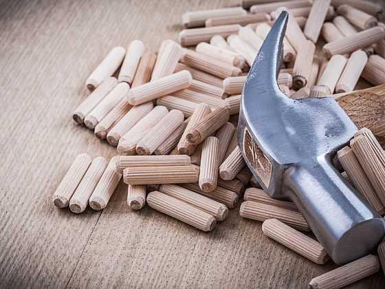Kolíkové spoje jsou oblíbenou součástí nábytkových skládaček (Zdroj: Depositphotos)