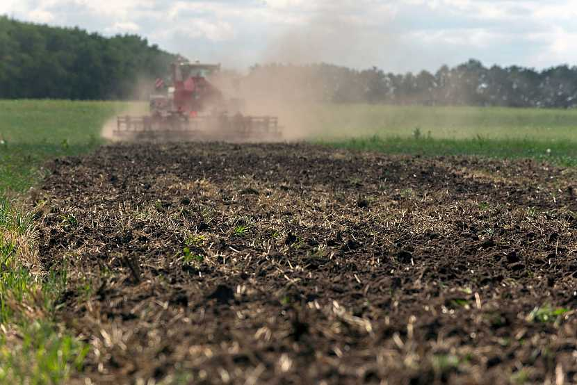 Hnojení pole