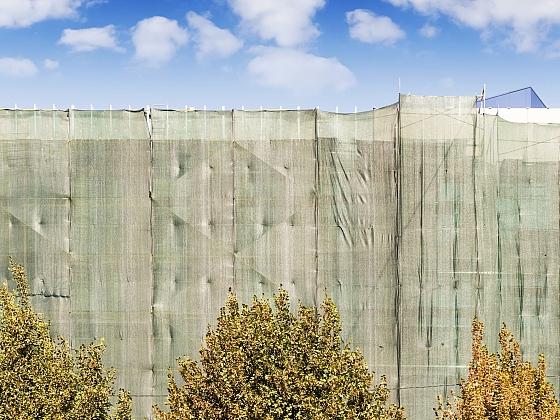 Zástěna na plot dokáže zajistit dostatek soukromí (Zdroj: Depositphotos)