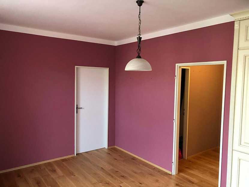 Každá barva působí v interiéru jinak, proto použití pečlivě promyslete