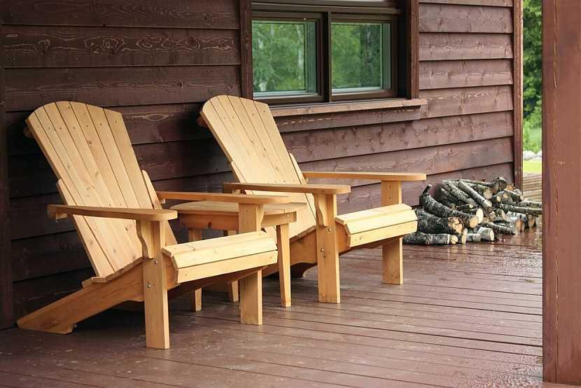 Povrchová úprava zahradního nábytku má nejen estetickou funkci, ale hlavně funkci ochrannou
