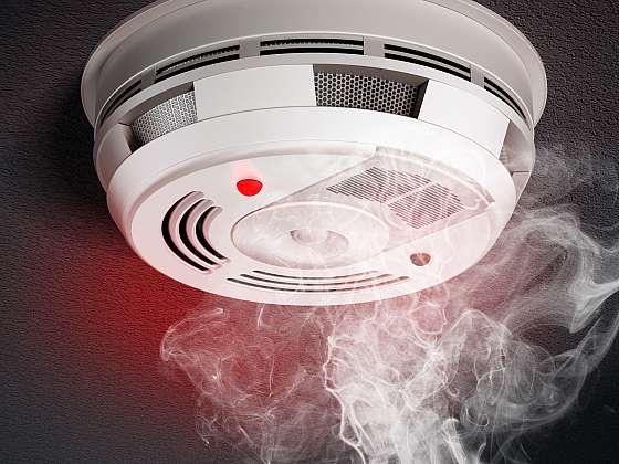 Detektor kouře nepodceňujte, zachraňuje životy. Kam ho ale umístit? (Zdroj: Depositphotos (https://cz.depositphotos.com))