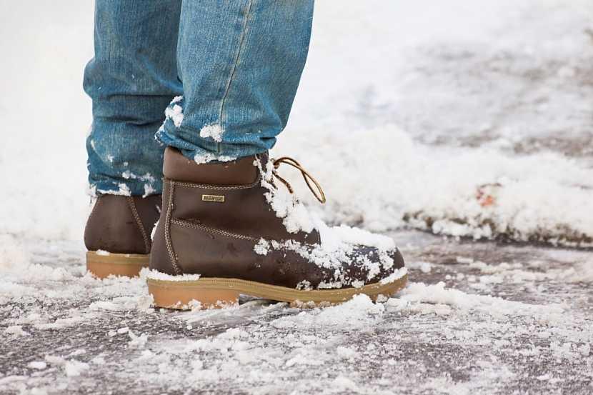 Zimní pracovní obuv je vyrobena z kvalitních materiálů, což znamená dokonalou ochranu