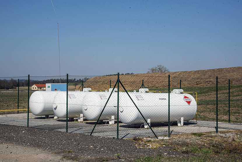 4 plynové nádrže