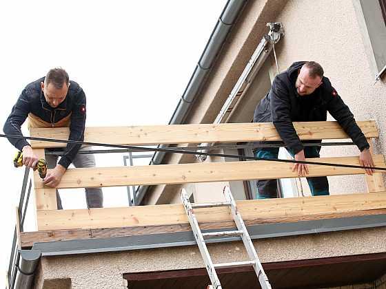 Výměna opláštění zábradlí na starém balkoně není žádná věda. S trochou odvahy práci zvládnete sami (Zdroj: Prima DOMA)