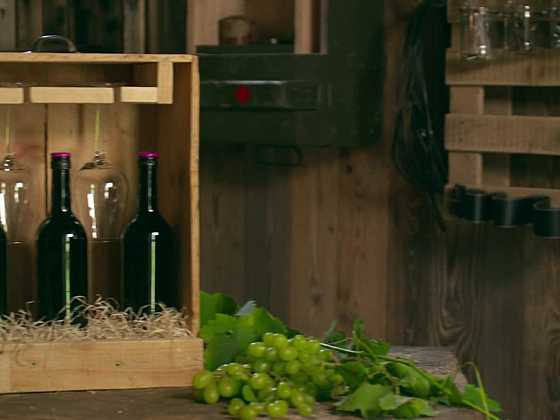 Dárková bedýnka na víno ze starého šuplíku (Zdroj: Prima DOMA)