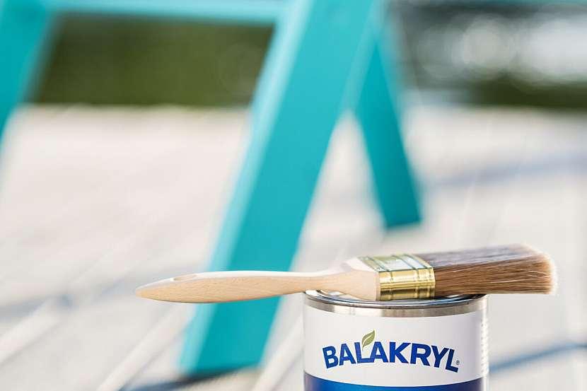 Balakryl UNI je univerzální vodou ředitelná barva vhodná pro venkovní, ale i vnitřní použití