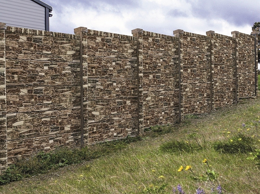 Zkuste plot zbetonových desek